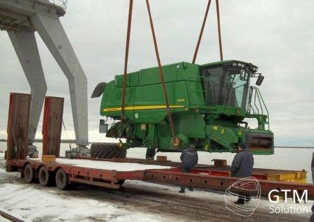 Übermaßladung für das Unternehmen John Deere für die Beförderung nach Russland.